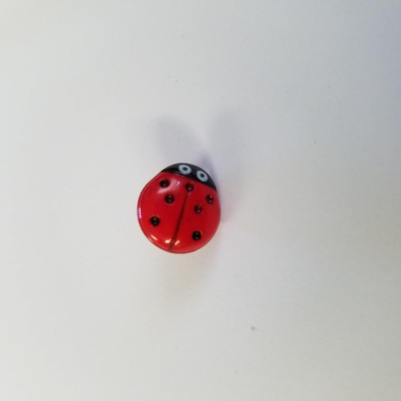 11 MM Ladybug Shaped Button