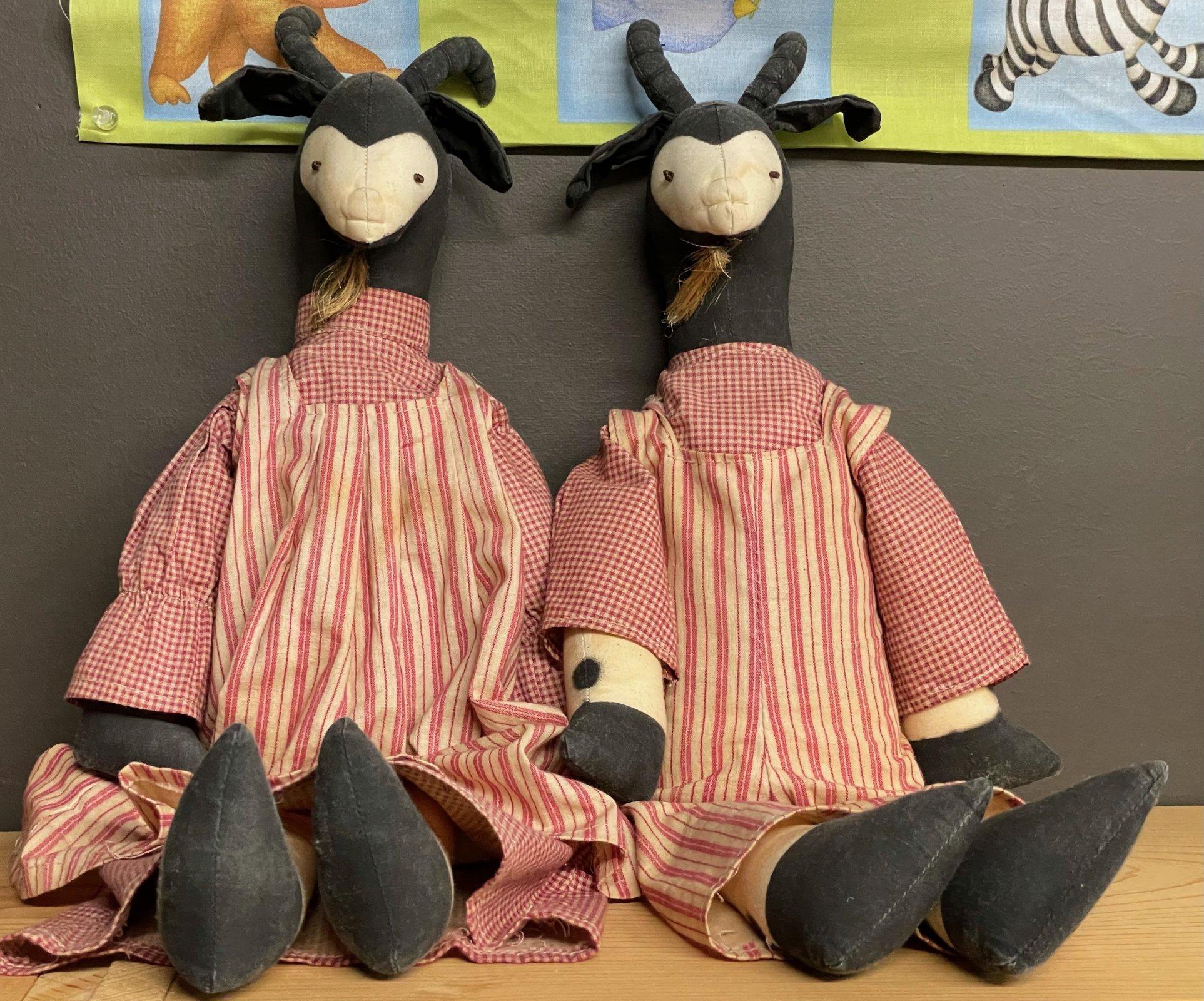 Goat Couple (Pair)