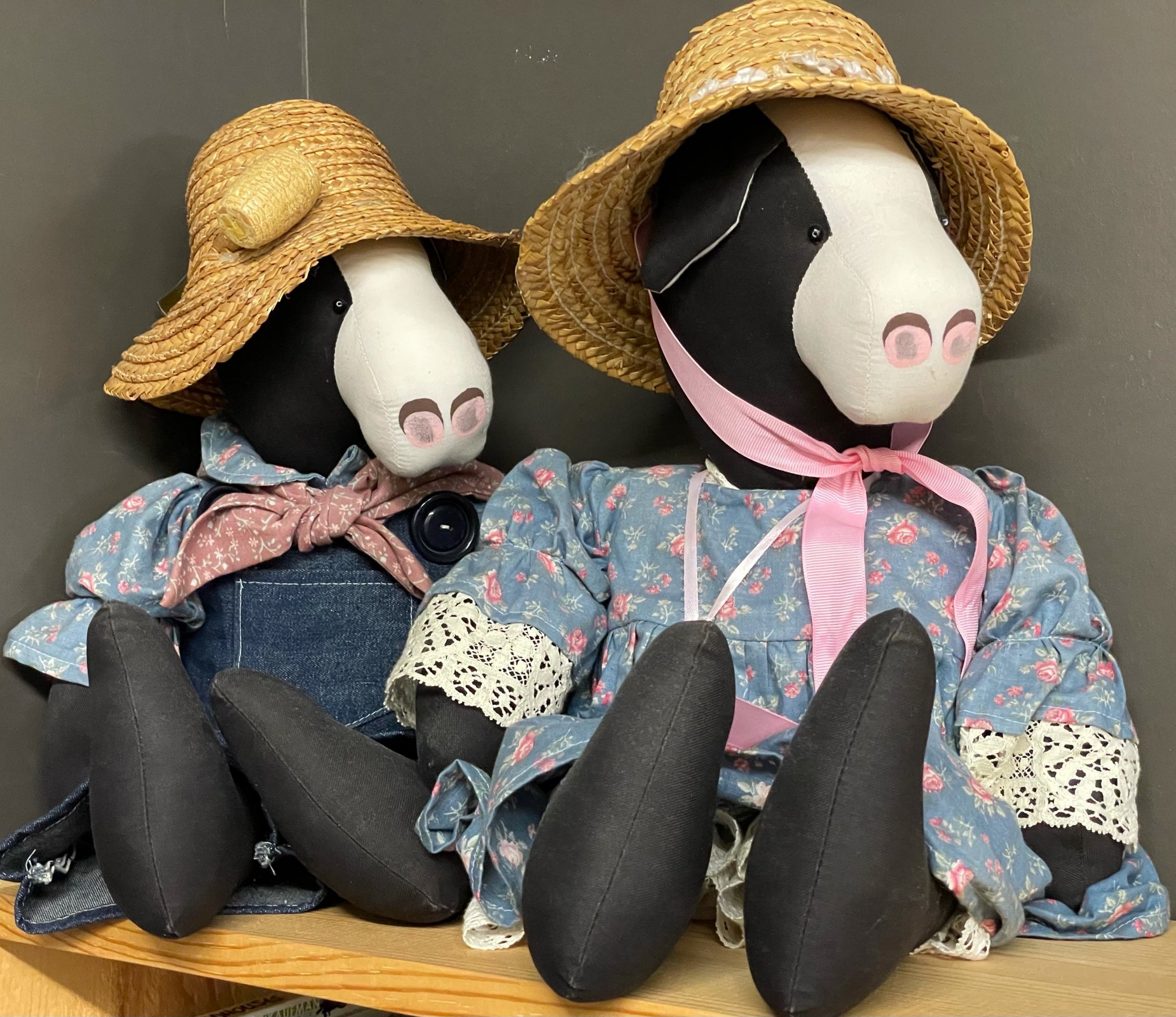 Cow Couple with Hats (Pair)