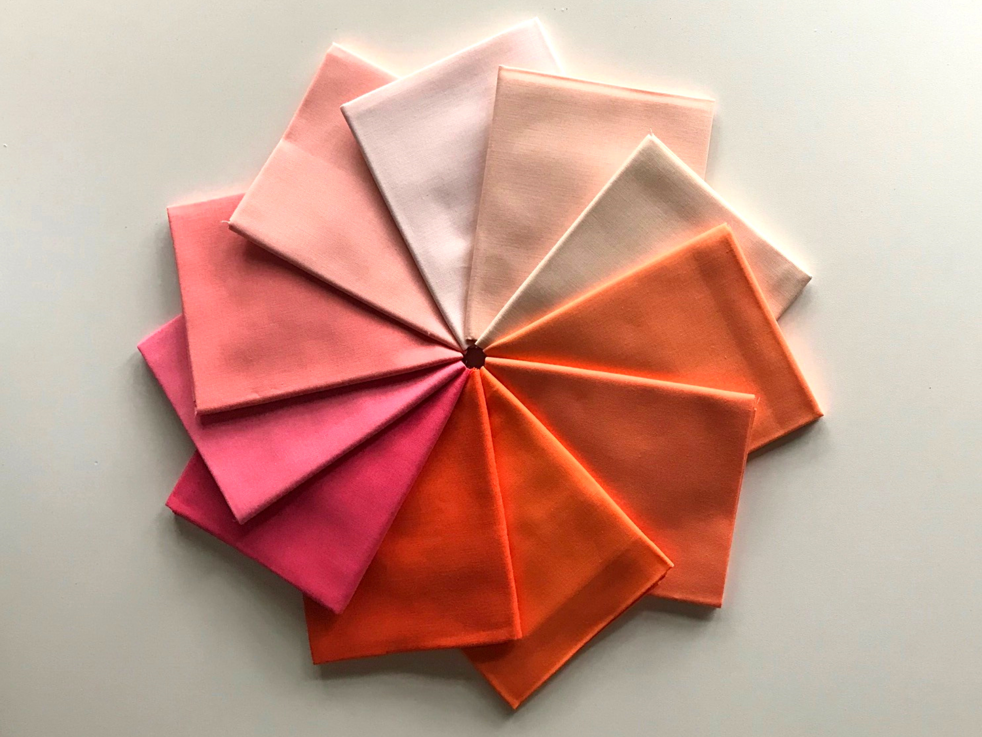 Robert Kaufman - 11 pc Kona Solids Fat Quarter Bundle - Pink and Orange