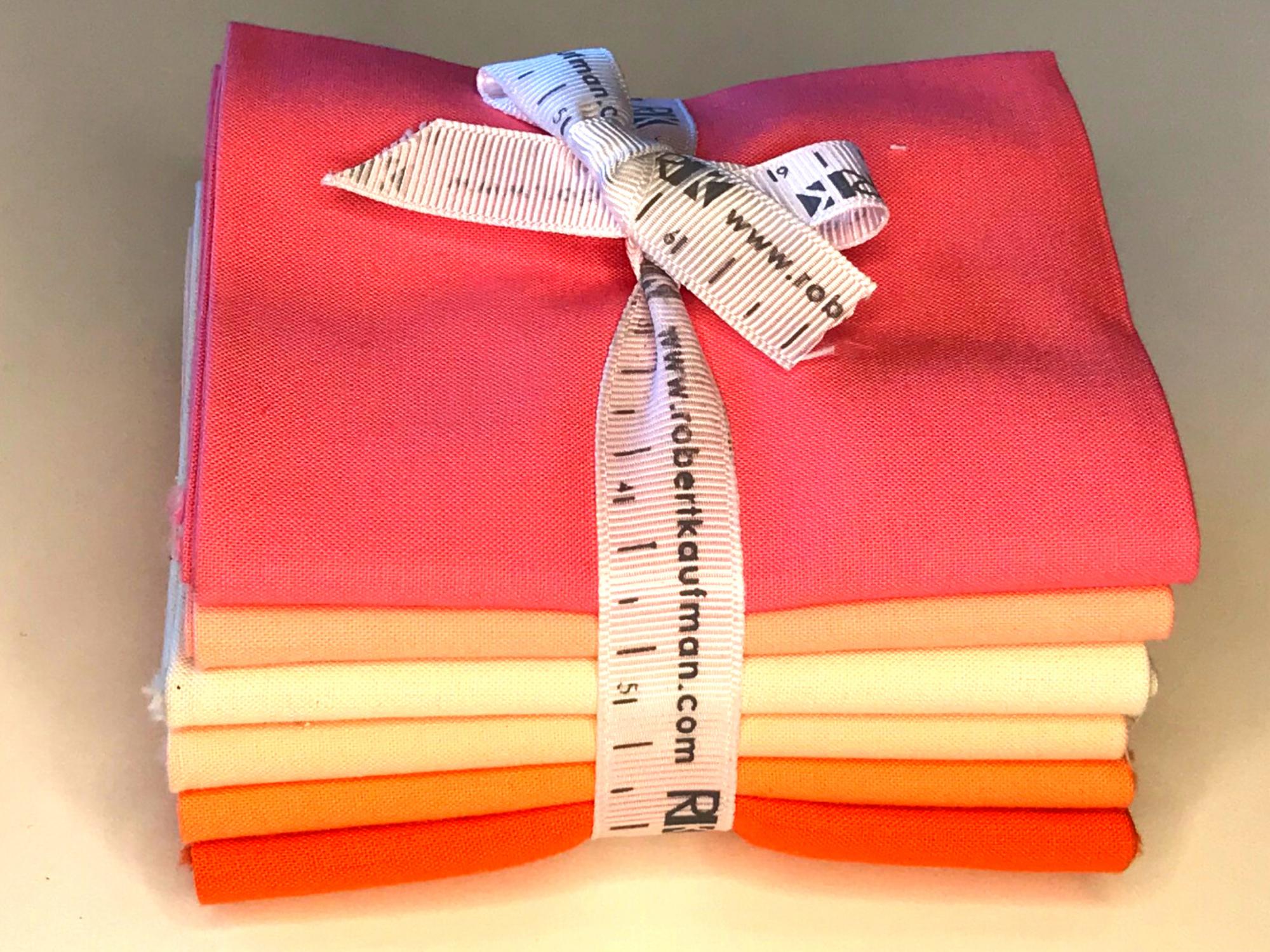 Robert Kaufman - Kona Solids Pink and Orange Fat Quarter Bundle