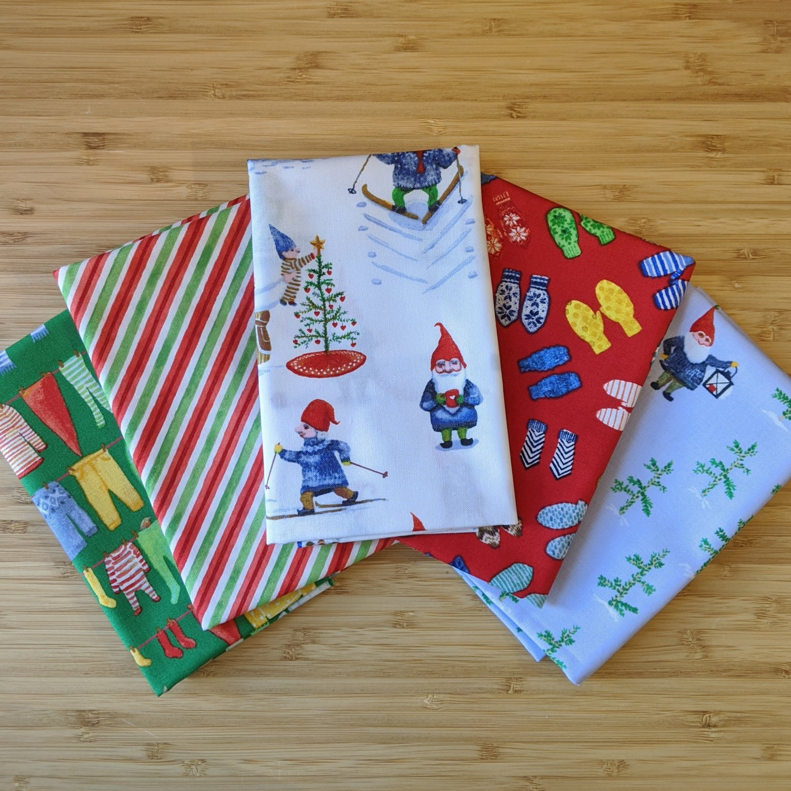 Winter Gnomes in Red/Green FQ Bundle, 5pc
