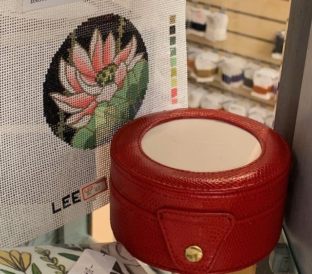 Jewelry Box Round with example canvas insert