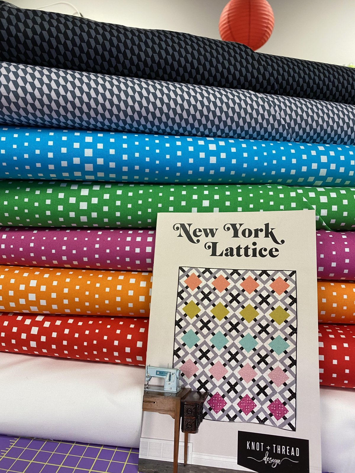 New York Lattice Quilt Kit - Lap Size Geo Pop