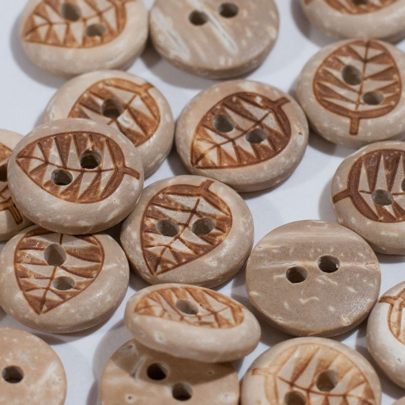 (AE-007)  Pack of 15 Natural Leaf Coconut Button 1/2