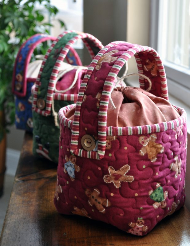 Hugs and Holly Bucket Pattern