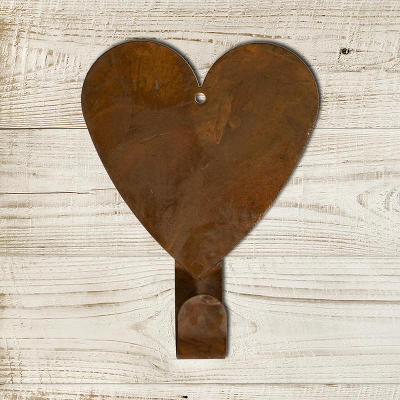 (FDC-T0065)   Rusty Heart Hanger