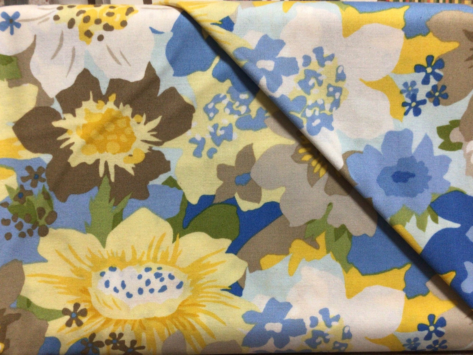 F-CB-AND-BLO-02 Andover-Blossoms-02-Blue & Yellow flowers