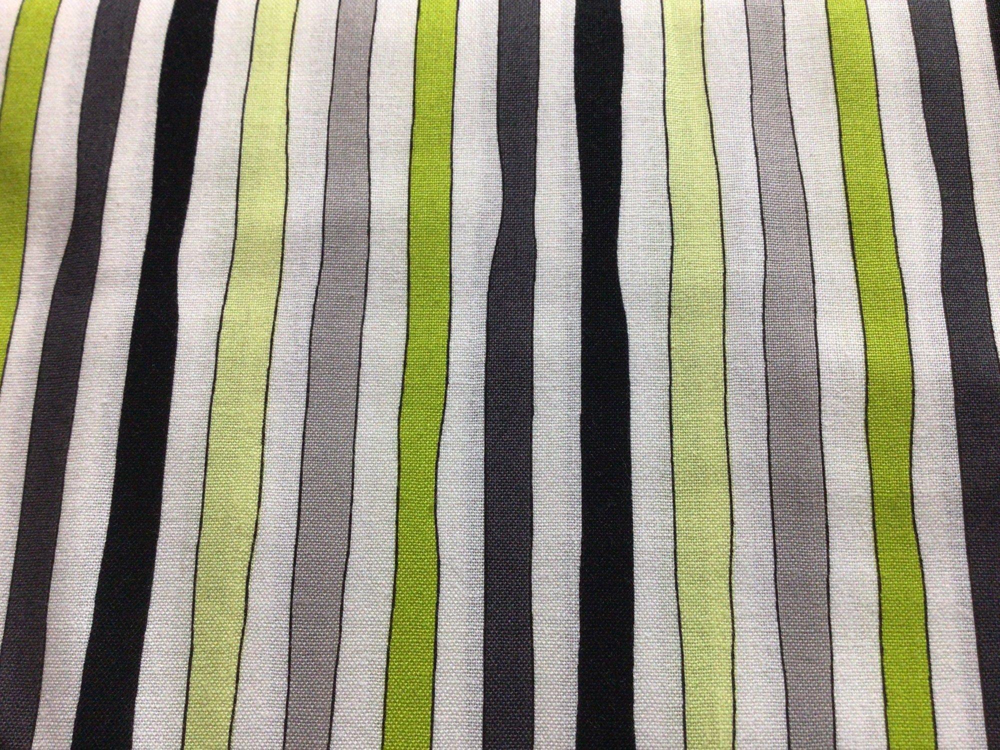 F-CB-QTR-PRO-06 Quilting Treasures-Promos-06-Stripes - White Fantasia - White/Black/Green/Grey