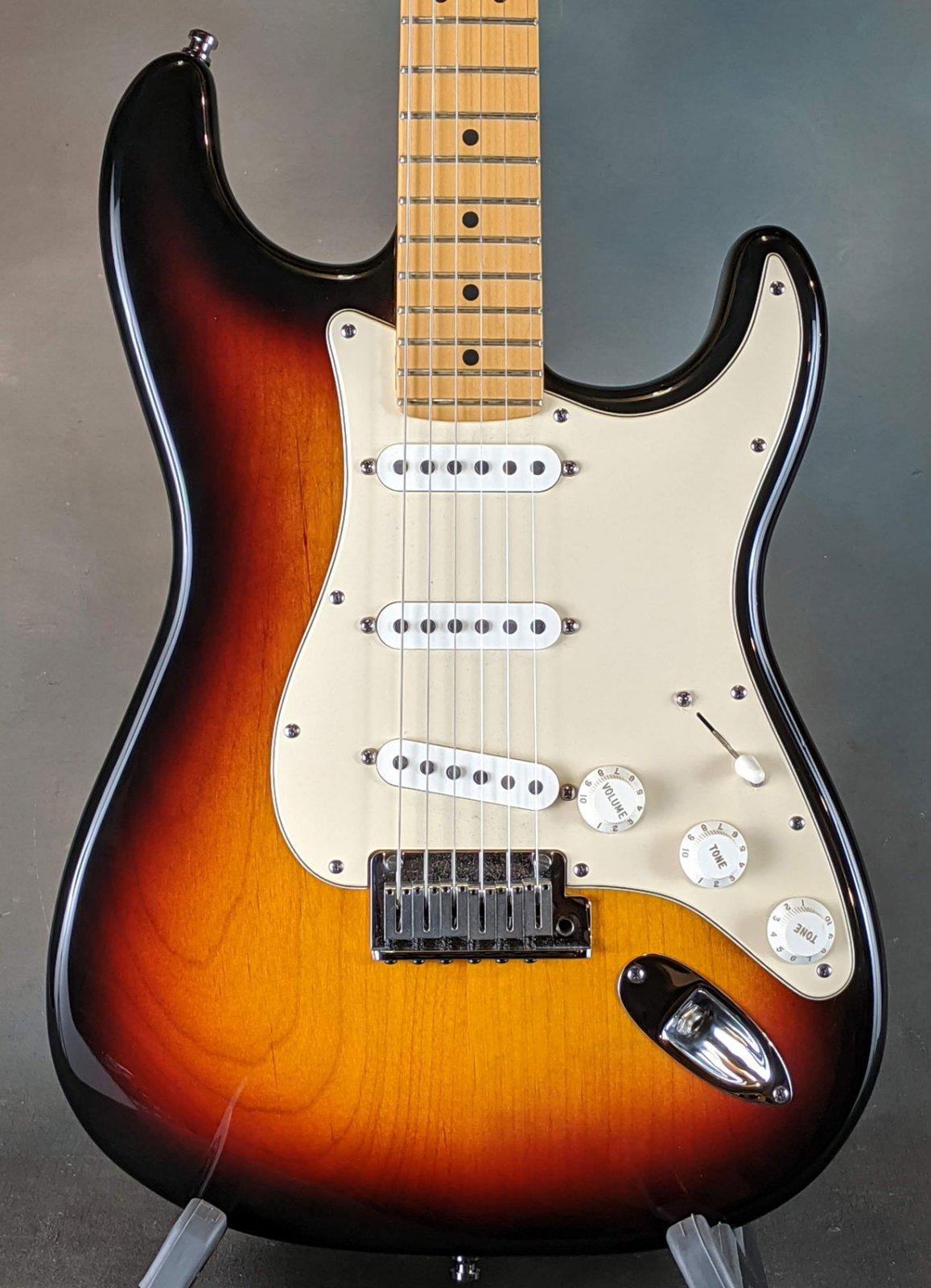 2001 American Standard Stratocaster 3TS (SB)