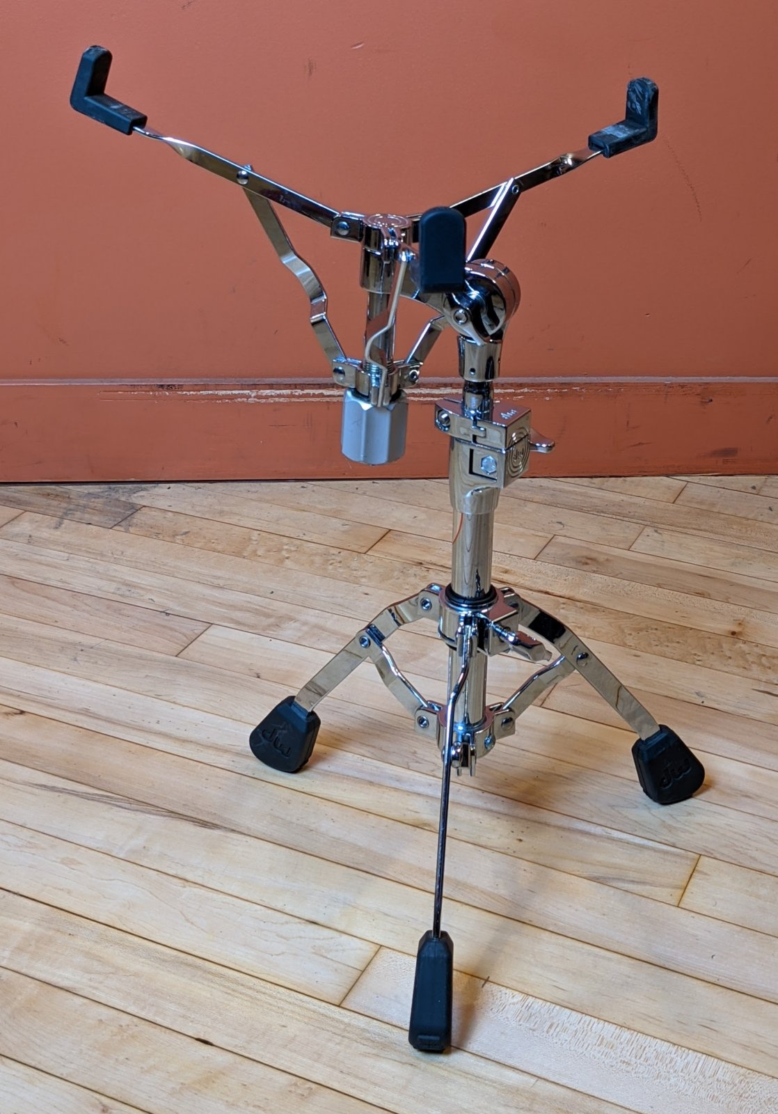 Used DW 7300 Single Braced Snare Stand