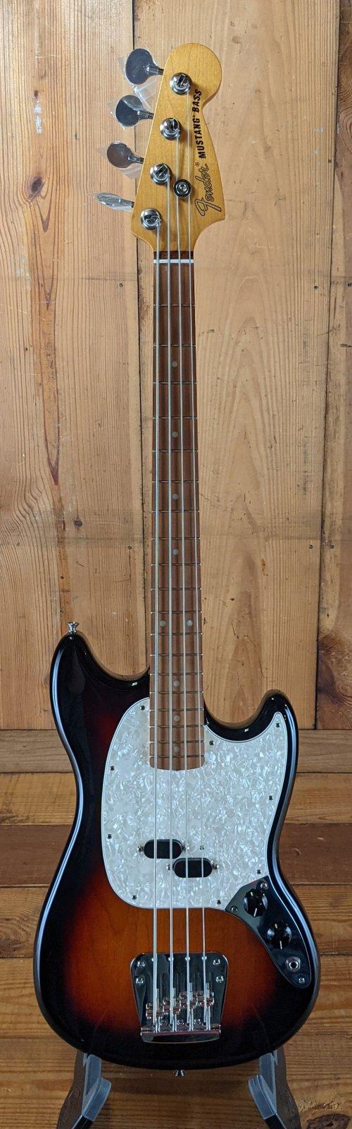 Fender Vintera '60s Mustang bass, 3TS
