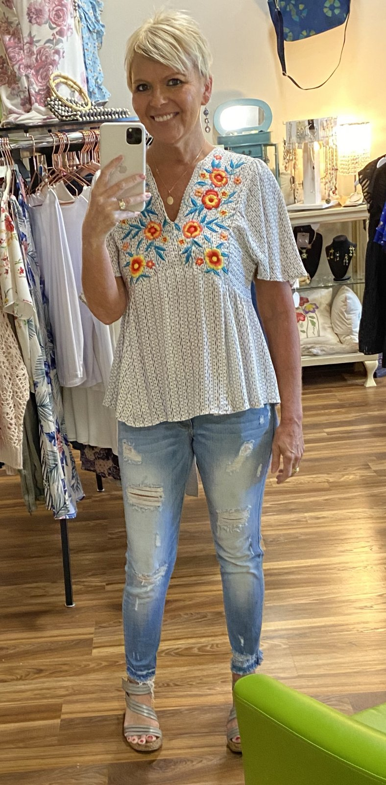 ANGIE WHITE EMBROIDERED TOP