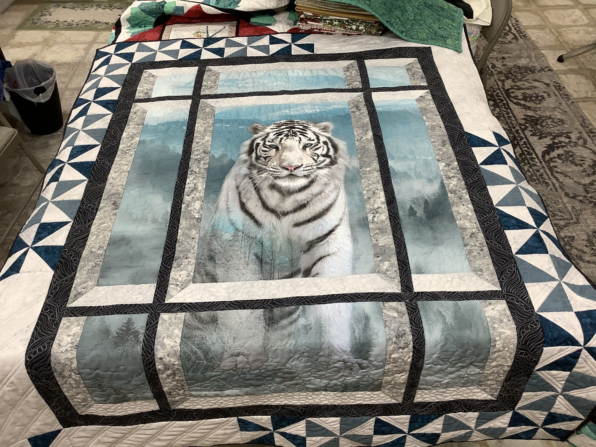 Call of the Wild 090-White Tiger KIT  49X64 (Kit and Pattern)