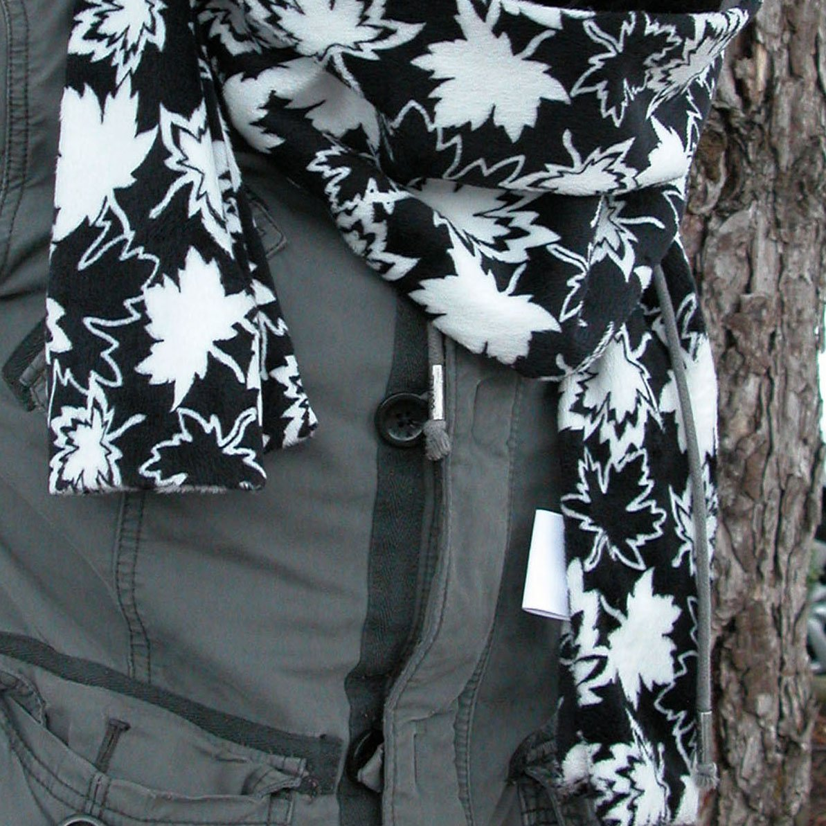 SHAN-G02 MB - CANADIAN MAPLES MINKY SCARF BY SHANIA SUNGA 72 BLK/WHI