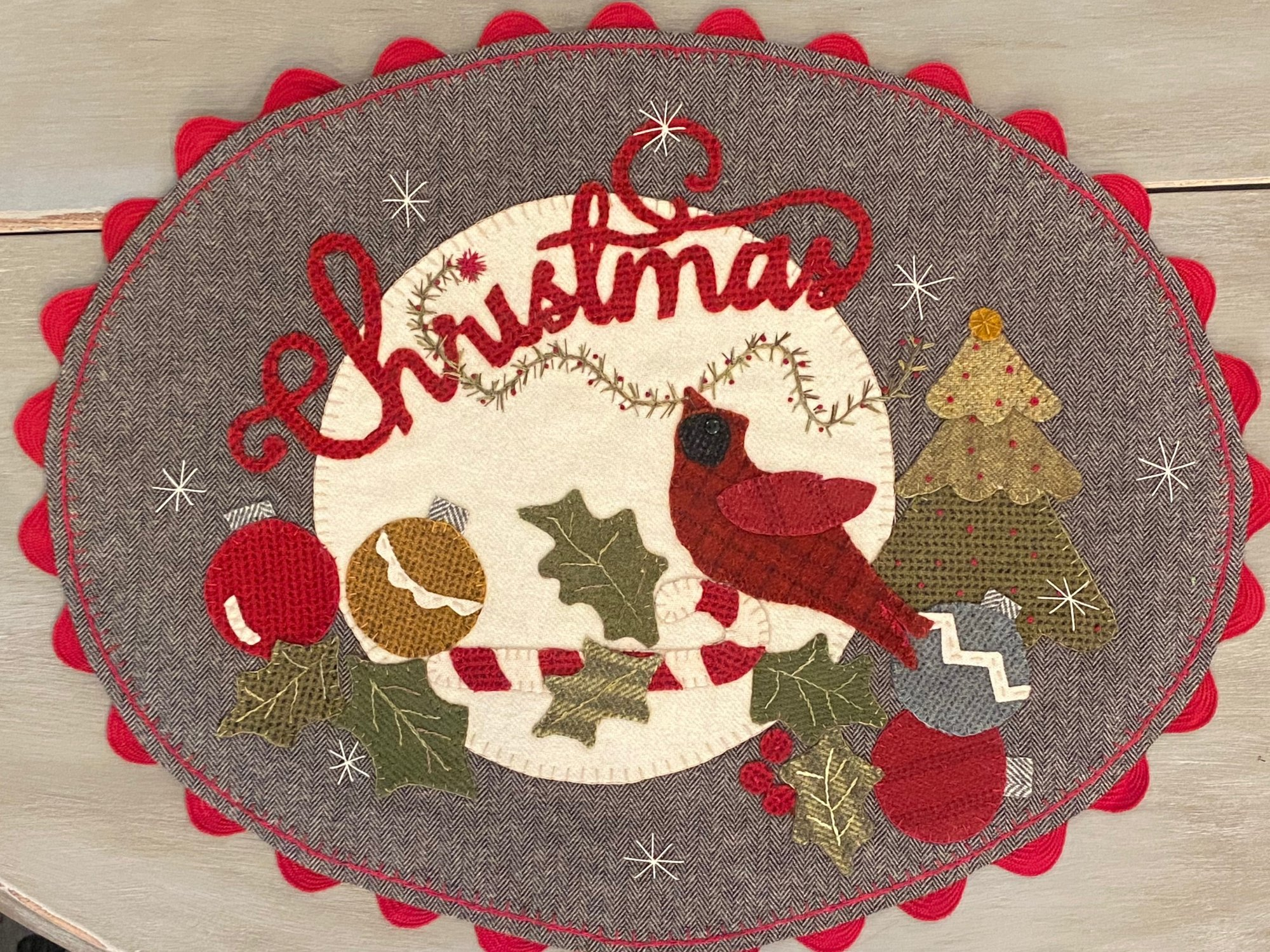'Christmas Cardinal' Oval Table Mat - Paper Pattern
