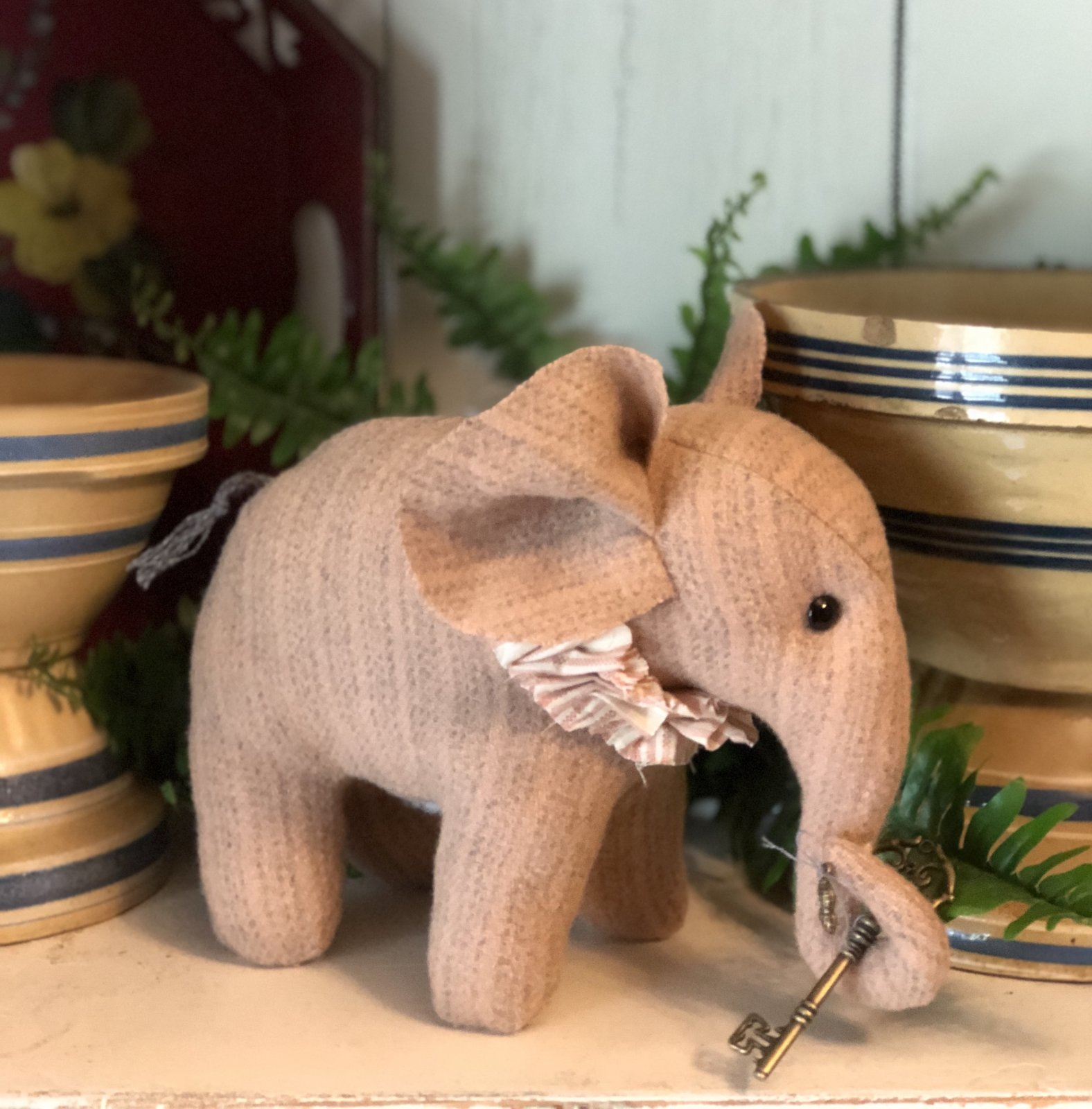 Tulla - Pink Wool Handmade Elephant