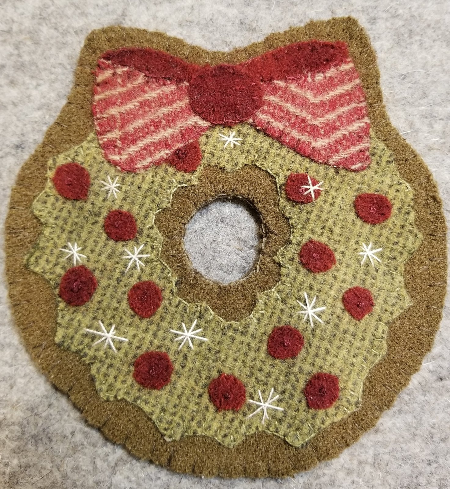 Merry Berry Wreath Wool Ornament Kit