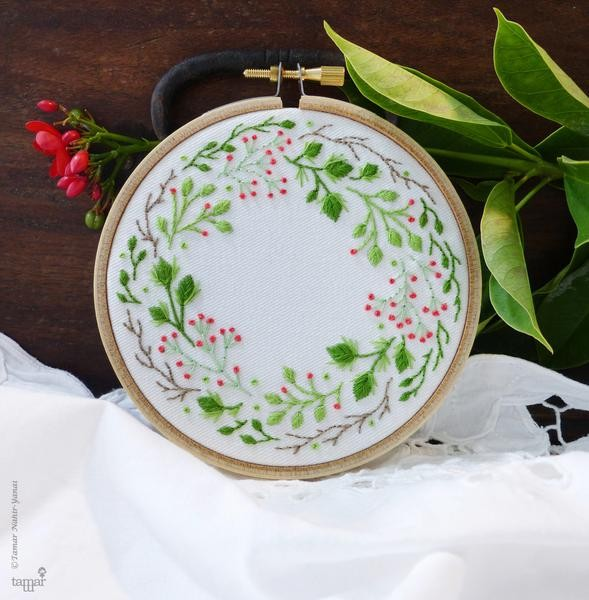 Christmas Crown Embroidery Kit
