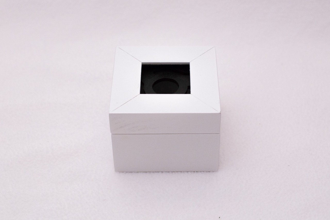 SQUARE MAGNETIC BOX 1 INCH OPENING BG