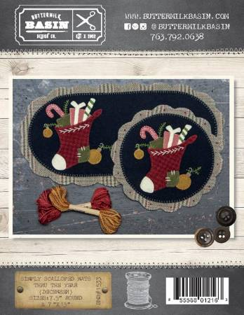 Buttermilk Basin December Simply Scalloped Table Mat