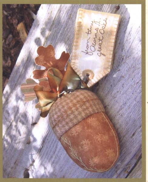 CAH #813 - Acorn Pincushion & Vintage Tag Needlecase
