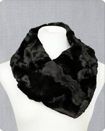 Infinity Scarf Kit Hide Caviar 19in x 36in by Shannon Fabrics