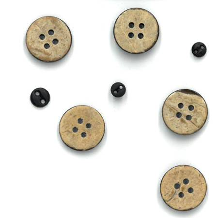 BUTTONS The Wooden Bear Button Pack Wall Hanging Set T01