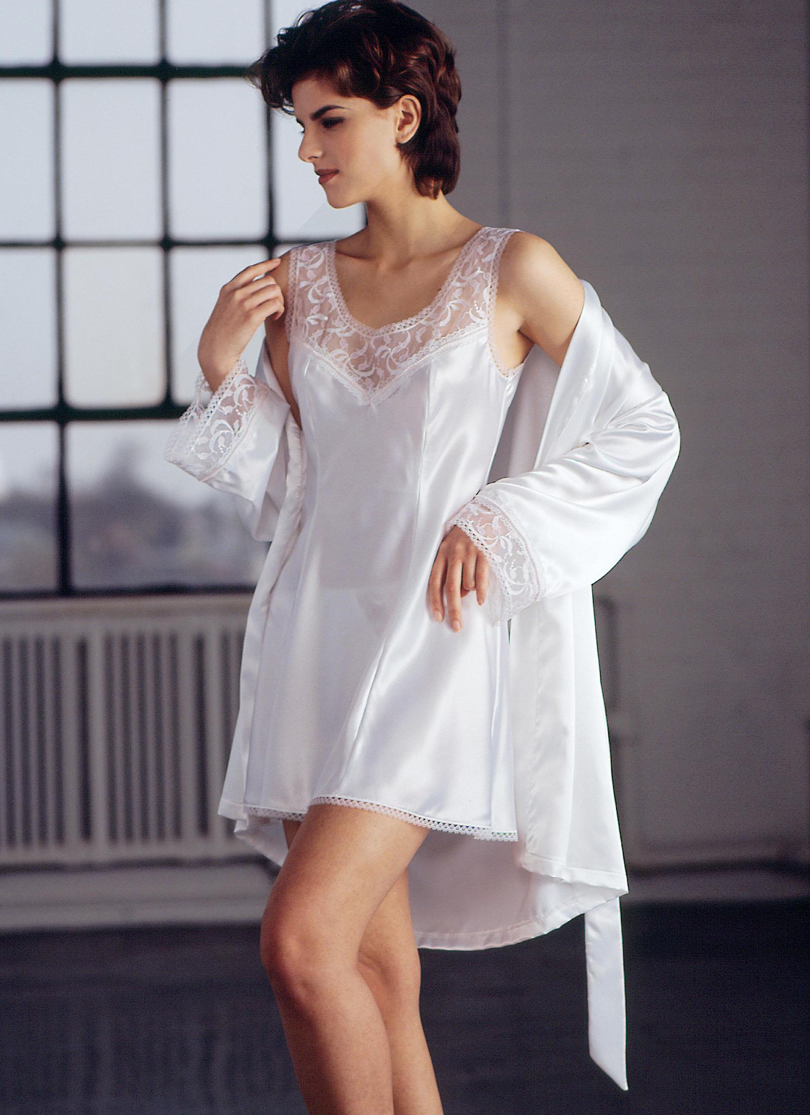 KwikSew K2325 Misses' Chemise Robe & Panties