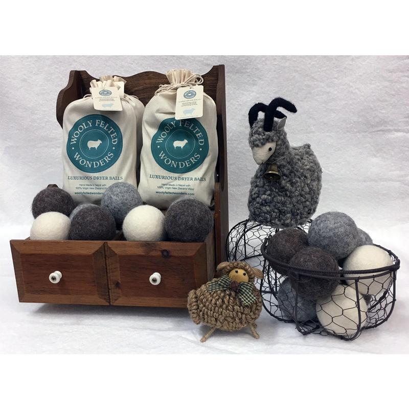 *Wool Felt Dryer Balls 2 Wh 2 Gr