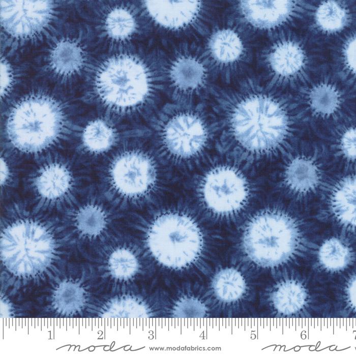 Shimo Yuki Neibi-balls with fuzz on blue