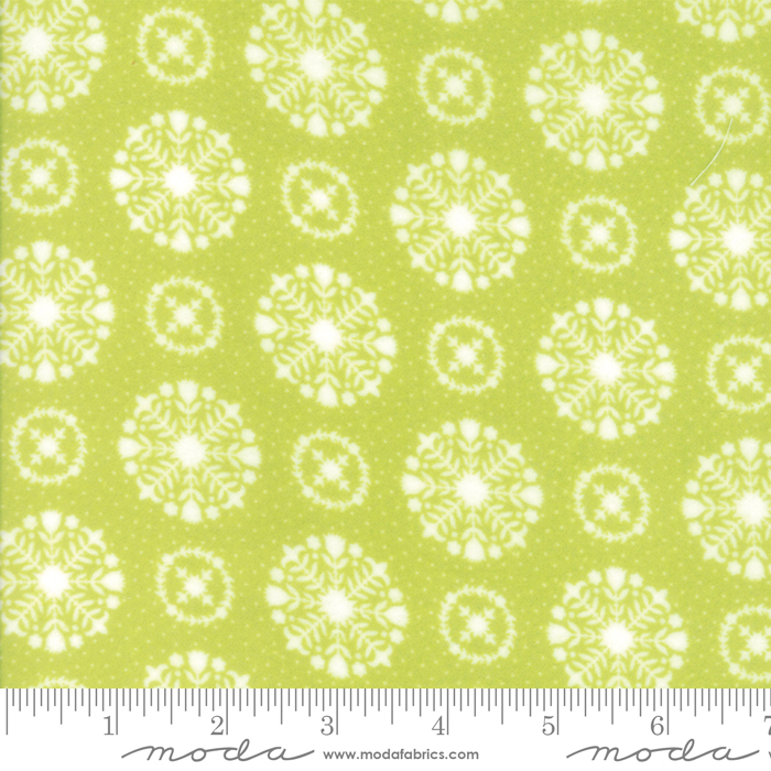 Bonnie & Camille - Vintage Holiday Flannel - Snowflakes Green