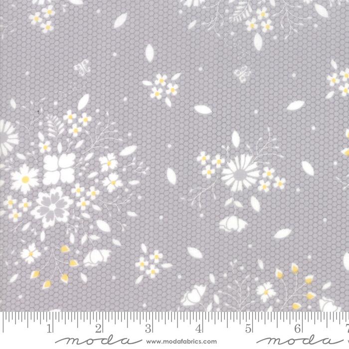 29071 21 Sugarcreek Grey Laceflower by Moda