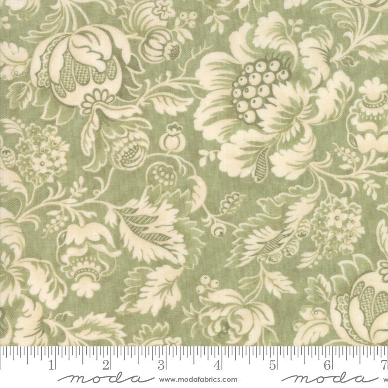 Marches De Noel Mistletoe w/ Cream Floral