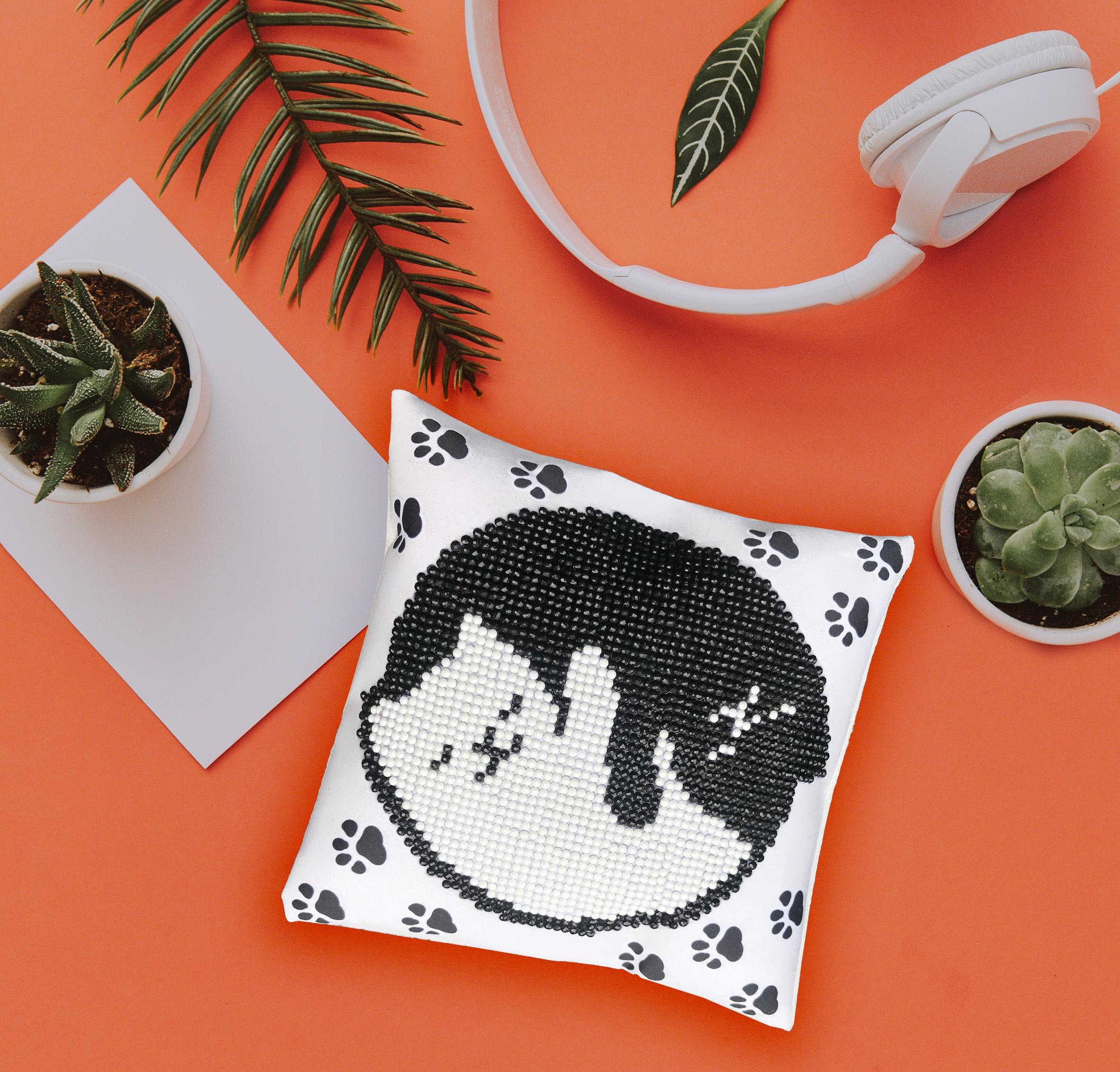 Diamond Dotz Diamond Embroidery Mini Pillows 7X7-Kitty Glow