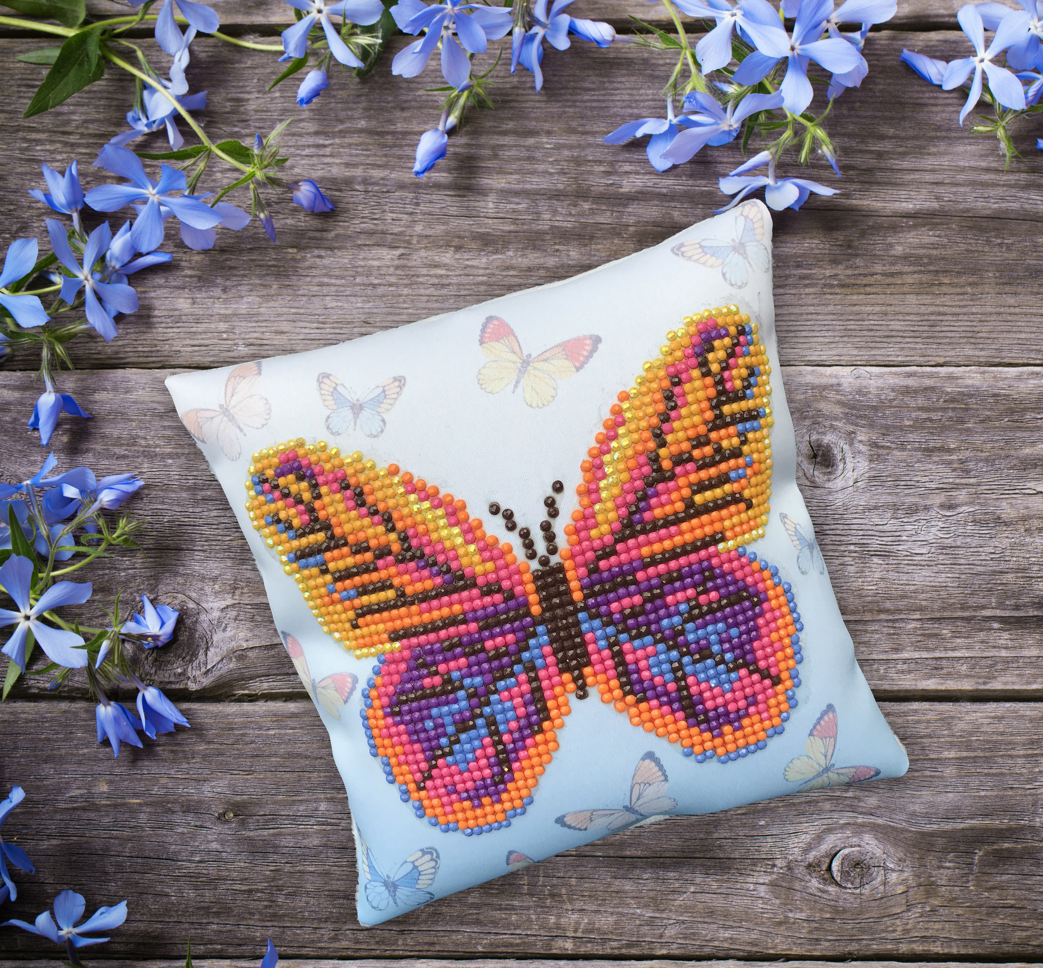Diamond Dotz Diamond Embroidery Mini Pillows 7X7-Butta Flutta