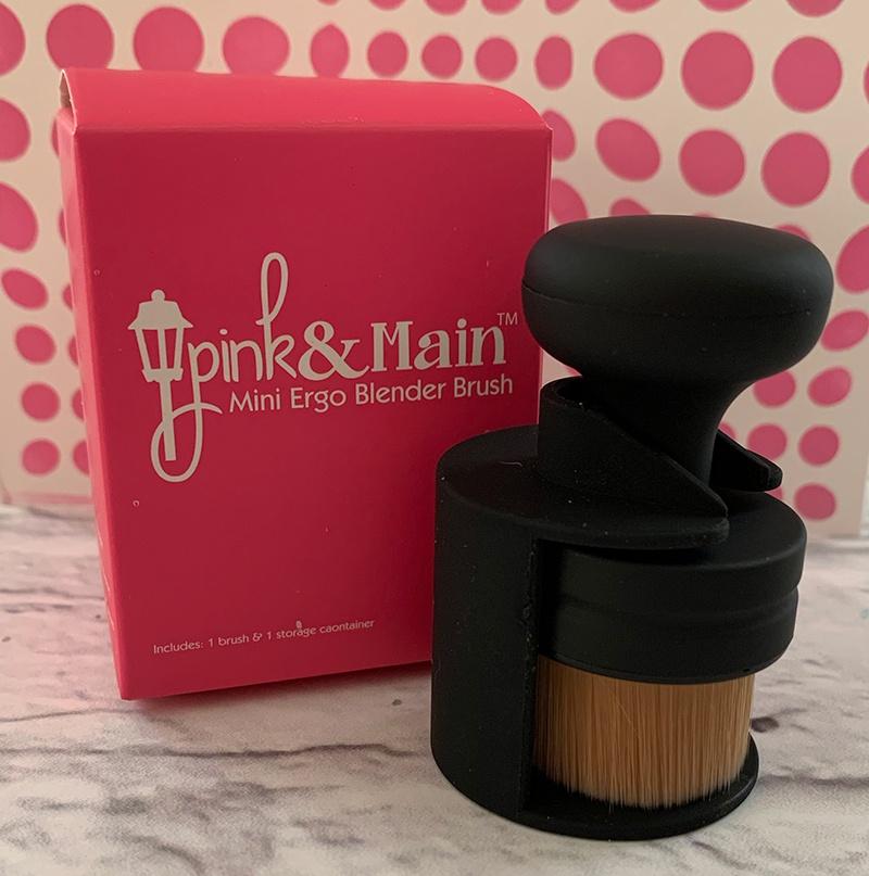 Pink & Main Mini Ergonomic Blender Brush